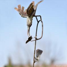 Oiseau galvanisé et fleur